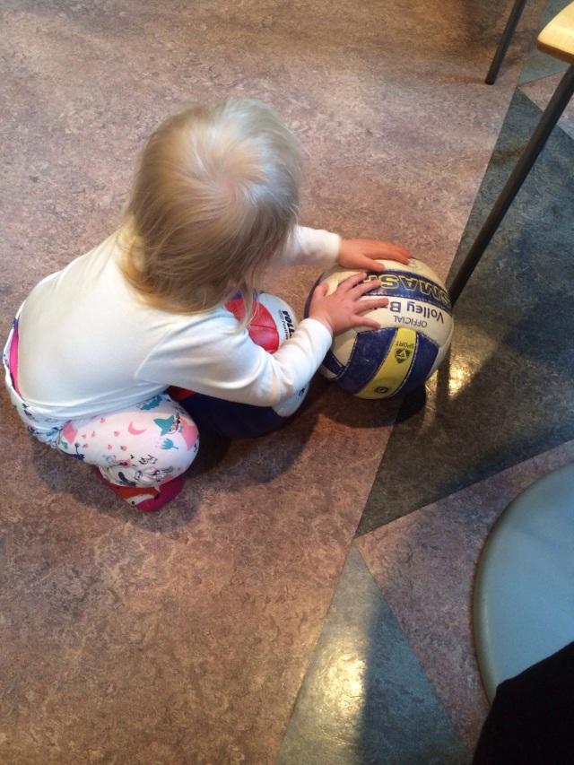 Verdenspresidenten akter å beholde begge ballene selv